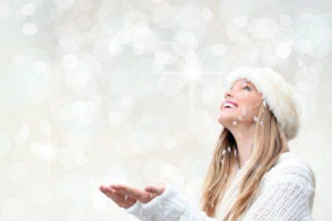 stockfresh_1407853_christmas-holiday-woman-with-snow_sizeS-768x515